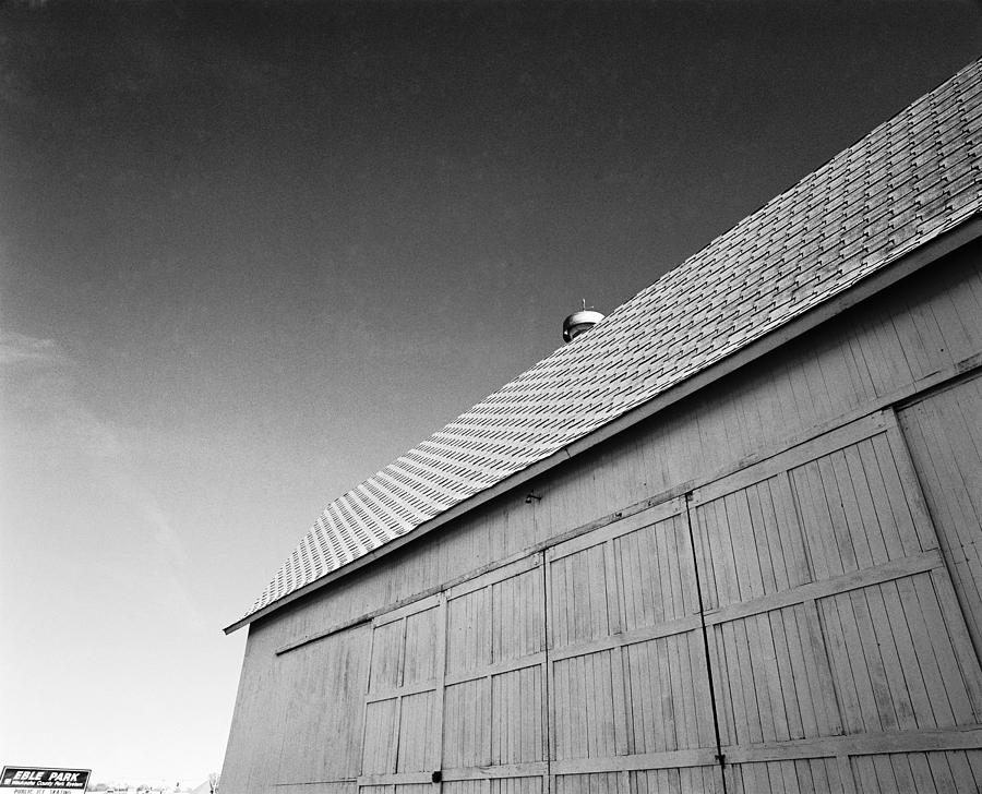 Wisconsin Photograph - Barn At Eble Park by Jan W Faul