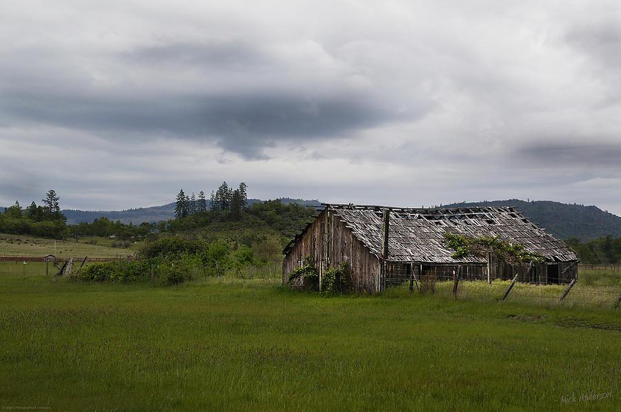 Barn Photograph - Barn Near Shady Cove by Mick Anderson