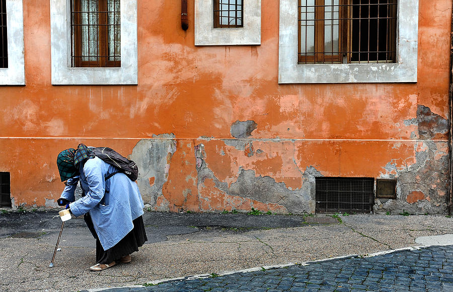 Rome Photograph - Begging by Tammy McKinley