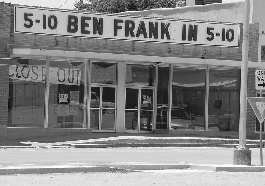Ben Franklin Says Goodbye Photograph - Ben Franklin Says Goodbye - Bw by Elizabeth Sullivan