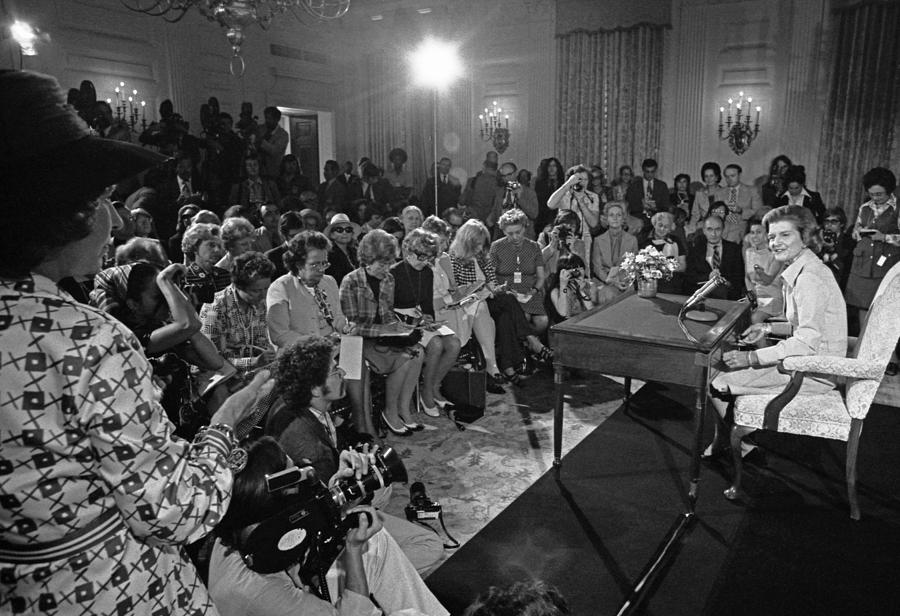 History Photograph - Betty Ford Hosts Her First Press by Everett