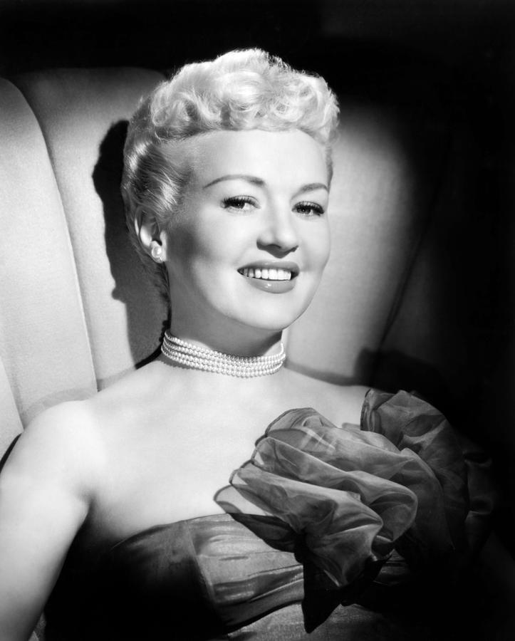 1940s Portraits Photograph - Betty Grable, 20th Century-fox, Late by Everett