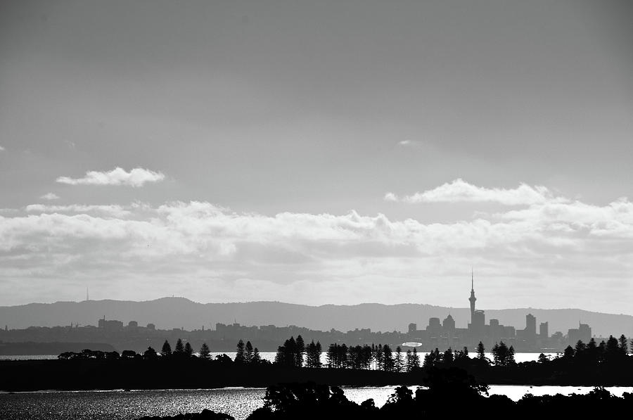 Horizontal photograph black and white skyline of auckland new zealand by justin hoffmann photography