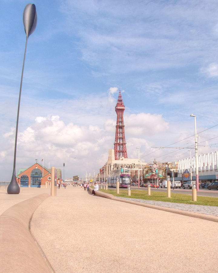 Blackpool Tower Photograph - Blackpool Tower And Oar by Sarah Couzens