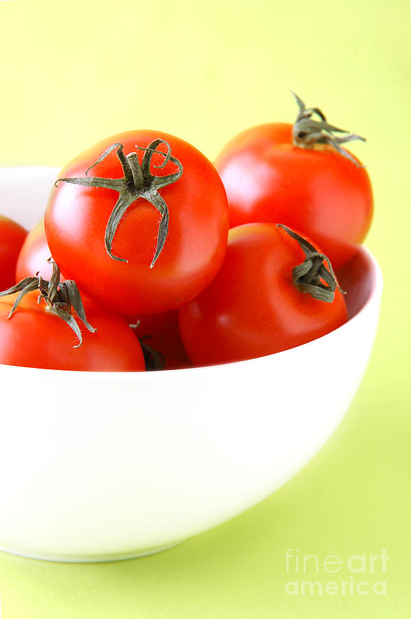 Vegetable Photograph - Bowl Of Tomatoes by HD Connelly