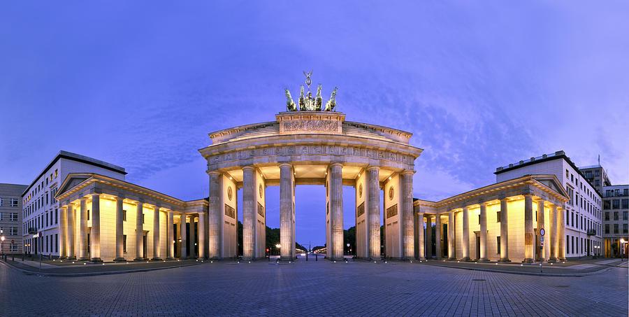 Berlin Photograph - Brandenburger Tor Berlin by Greta Schmidt