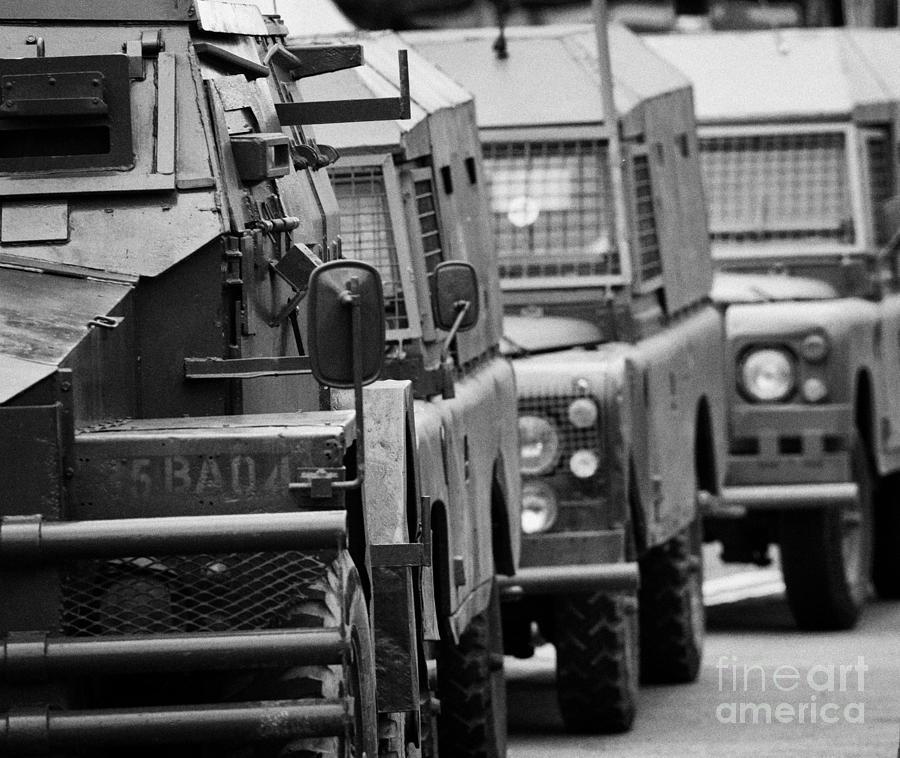 93453f5f25 British Army And Ruc Vehicles Landrovers Belfast Northern Ireland ...