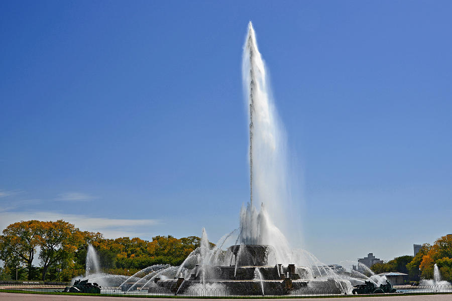 Clarence Photograph - Buckingham Fountain - Chicagos Iconic Landmark by Christine Till