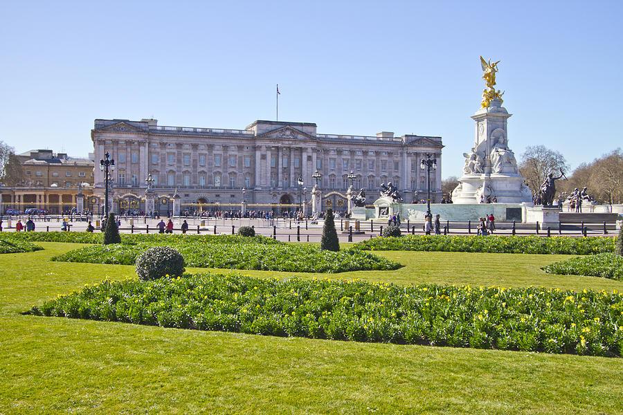 Buckingham Palace Photograph - Buckingham Palace  by David French