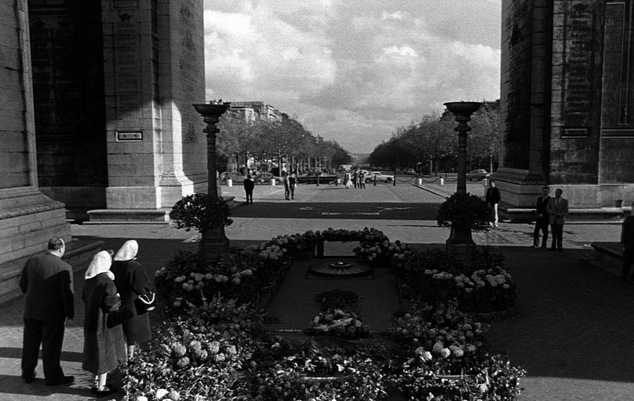 Black Photograph - Bw France Paris Triumphal Arch Unknown Soldier 1970s by Issame Saidi