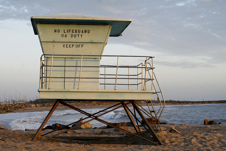 Pacific Photograph - California Lifeguard Tower by Maureen Bates