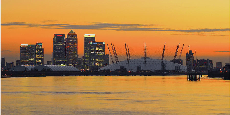 Horizontal Photograph - Canary Wharf At Sunset by Photography Aubrey Stoll