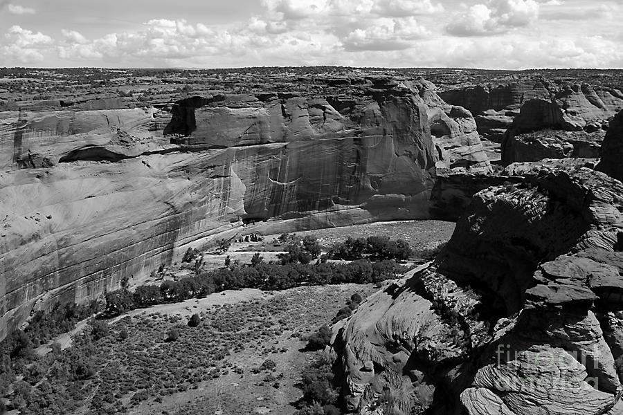 Black And White Photograph - Canyon De Chelly White House by Barry Shaffer