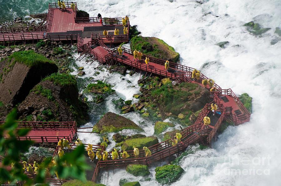 Nijagarini vodopadi - Page 2 Cave-of-the-winds-niagara-falls-anne-kitzman