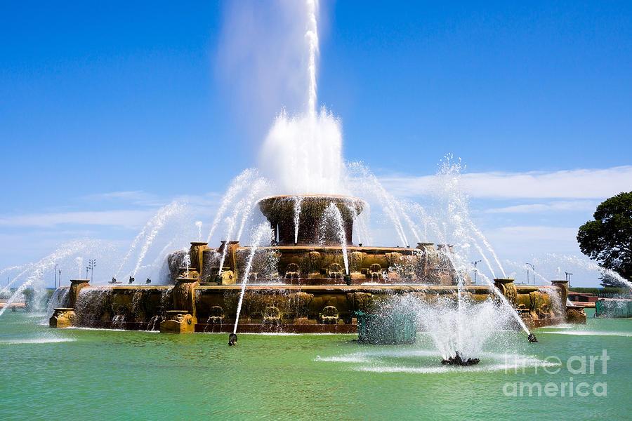 America Photograph - Chicago Buckingham Fountain by Paul Velgos