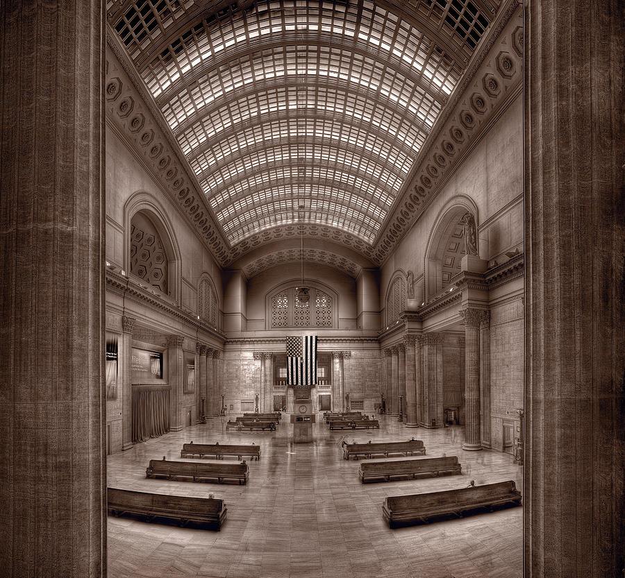 Chicago Photograph - Chicagos Union Station Bw by Steve Gadomski