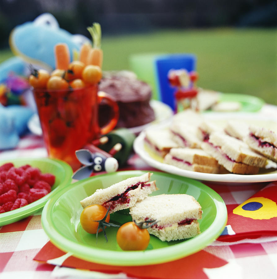 Children 39 s picnic food photograph by david munns for Picnic food ideas for large groups