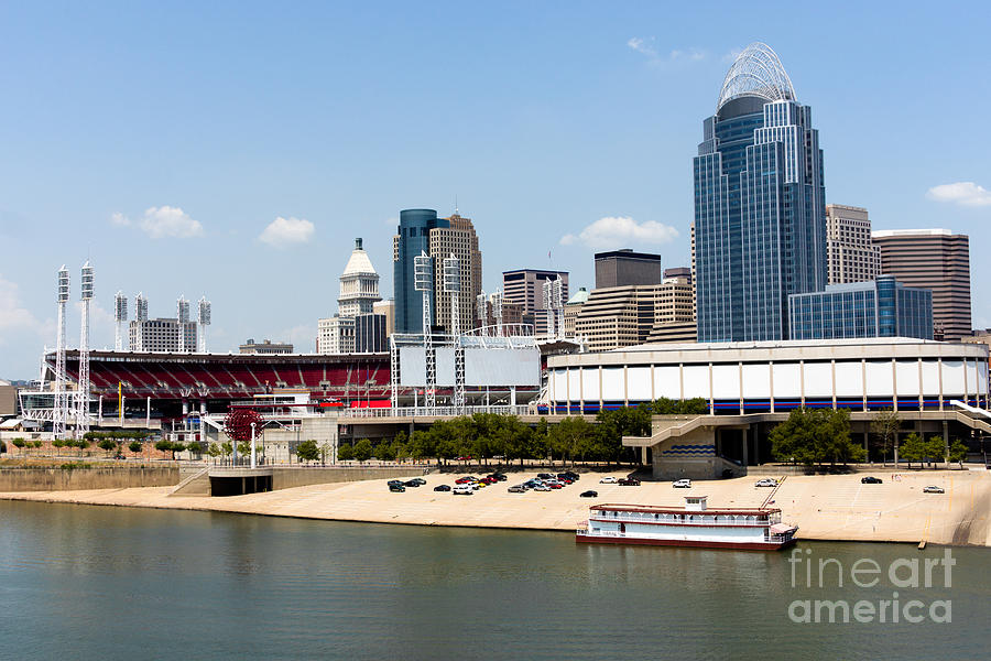 Cincinnati ohio skyline and riverfront photograph by paul for Craft shows in cincinnati