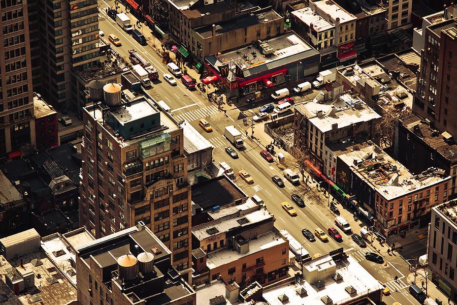 Horizontal Photograph - Cityscape by Andreas Schott (Bonnix)