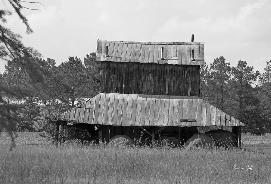 Tobacco Photograph - Clewis Family Tobacco Barn II In Black And White by Suzanne Gaff