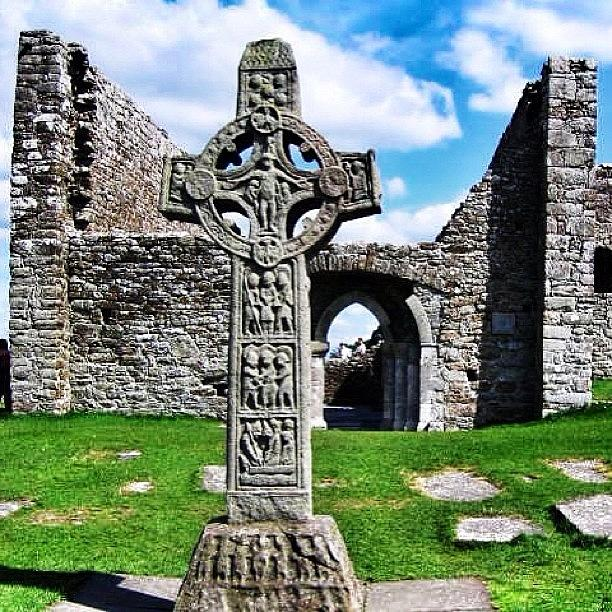 Cross Photograph - Clonmacnoise - Ireland by Luisa Azzolini