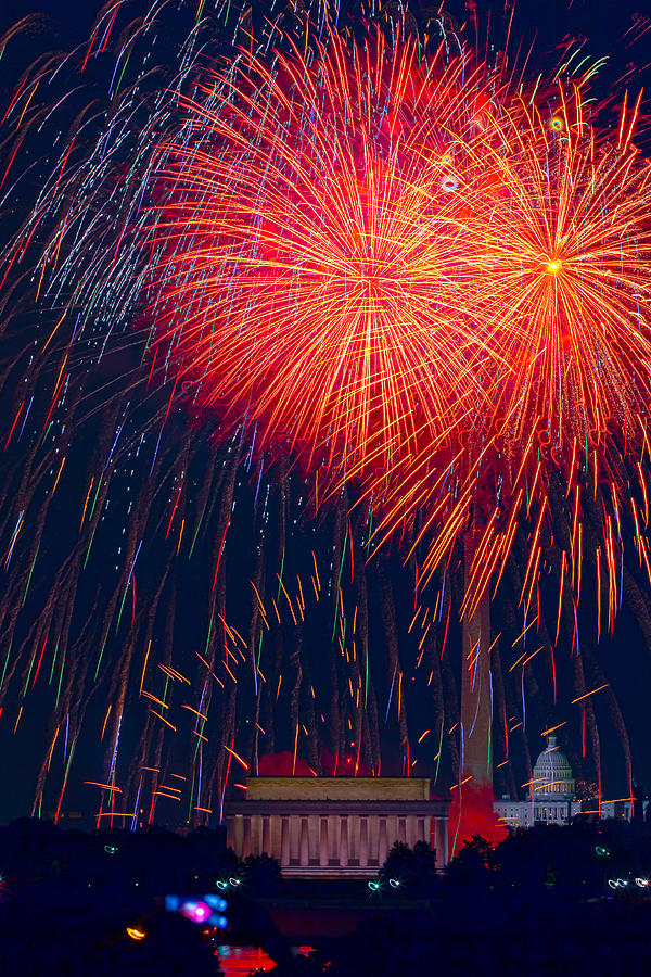 4th Of July Photograph - Colors Over The Capital by David Hahn