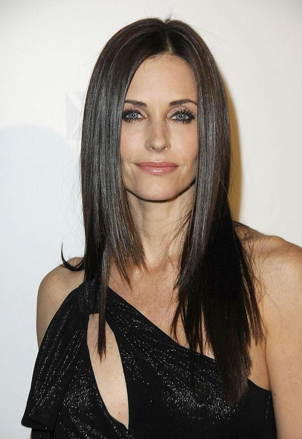 Premiere Photograph - Courteney Cox At Arrivals For Fx by Everett