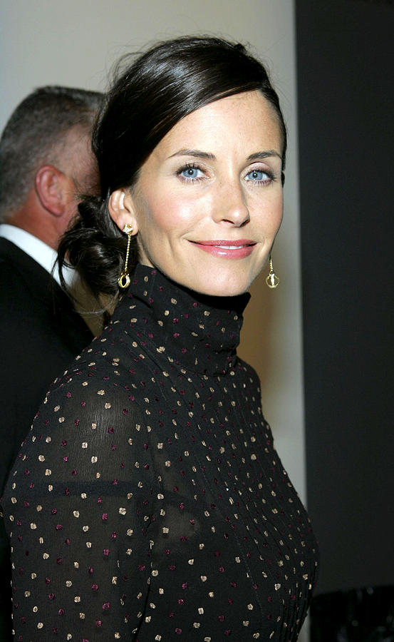 Press Conference Photograph - Courteney Cox At Arrivals For Kinerase by Everett