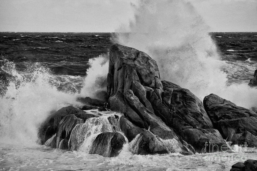 Waves photograph crashing waves black and white by hideaki sakurai
