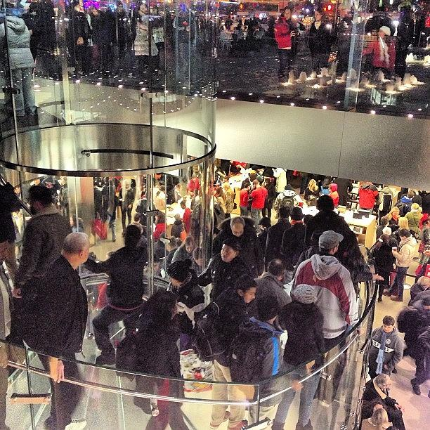 Newyork Photograph - Crazy Crowds At The Apple Store by David Lynch