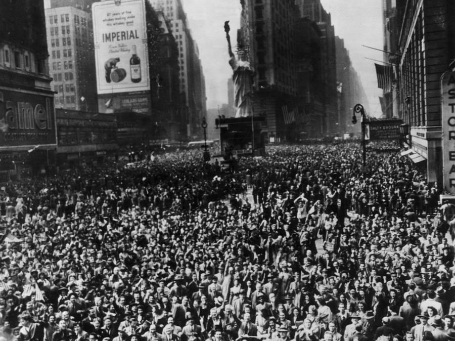 1940s Photograph - Crowds In Times Square, New York by Everett