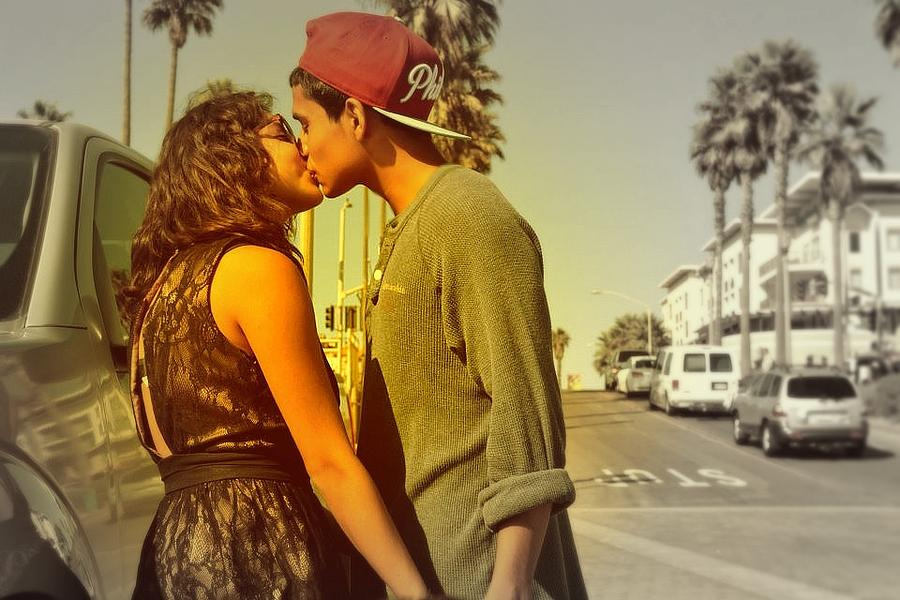 Cute Couple Photograph - Cute Couple by Robert Juarez