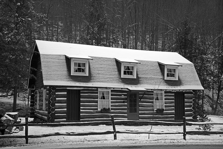 Log Cabin Photograph - Days Of Yore Log Cabin by John Stephens