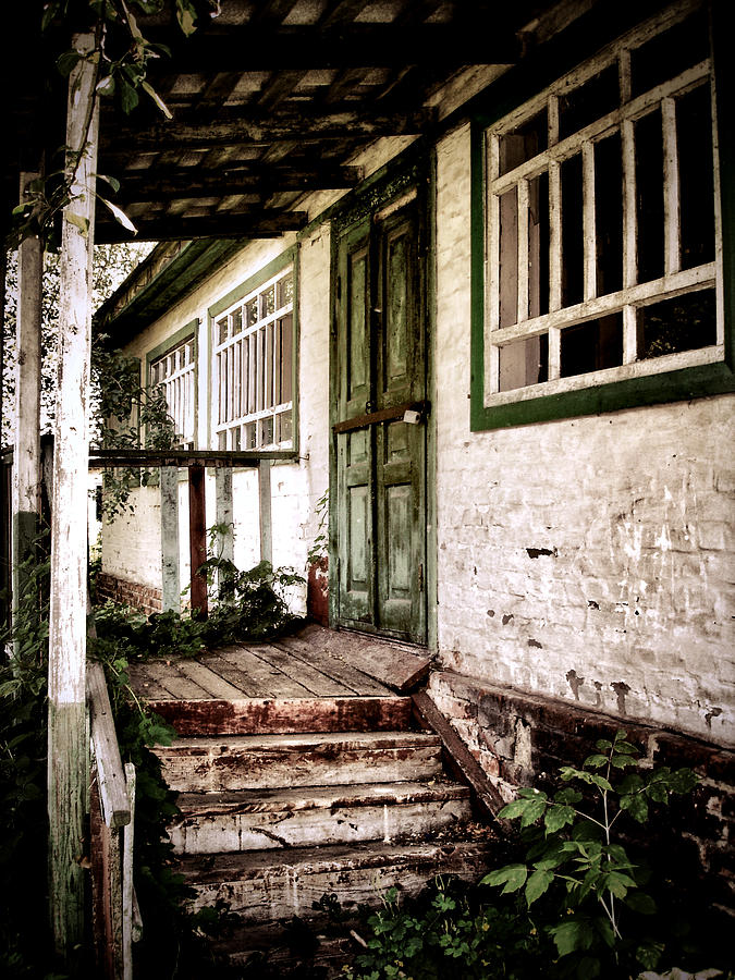 Old House Photograph - Deserted Not Forgotten by Julie Palencia