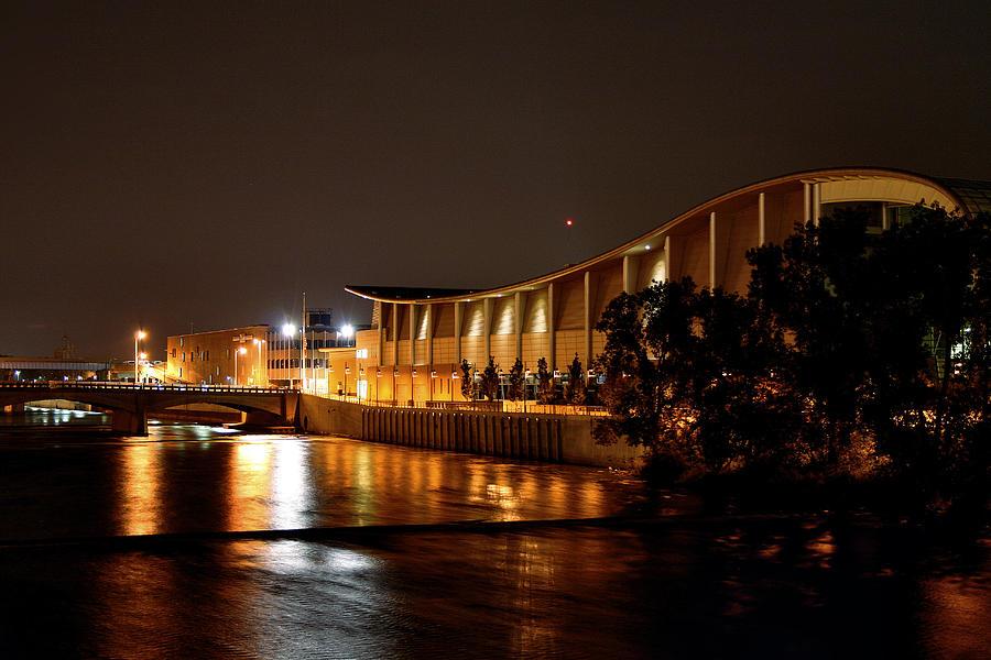 Devos Hall Photograph - Devos Hall At Night by Richard Gregurich