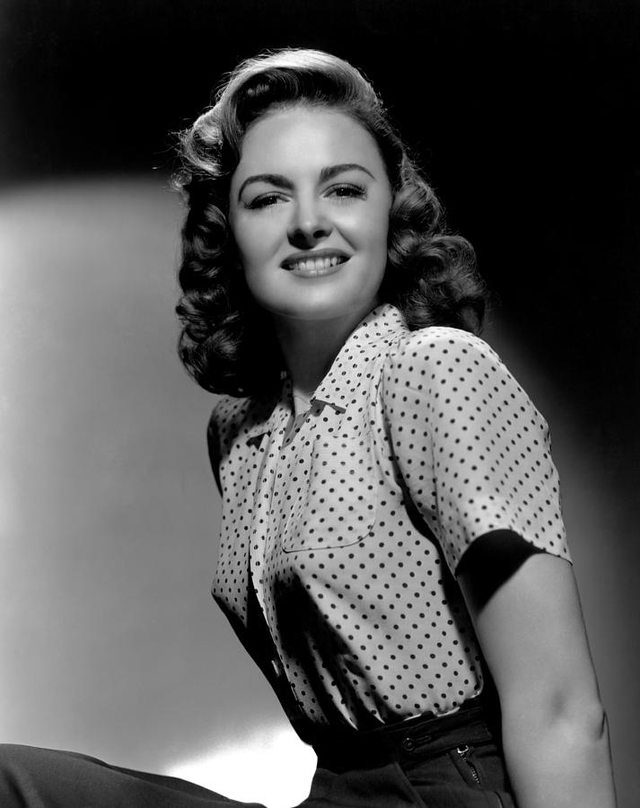1940s Portraits Photograph - Donna Reed, 1944 by Everett