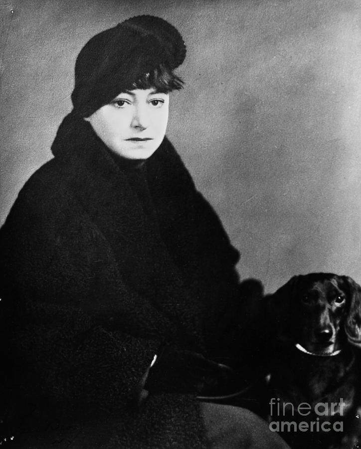 1930s Photograph - Dorothy Parker (1893-1967) by Granger