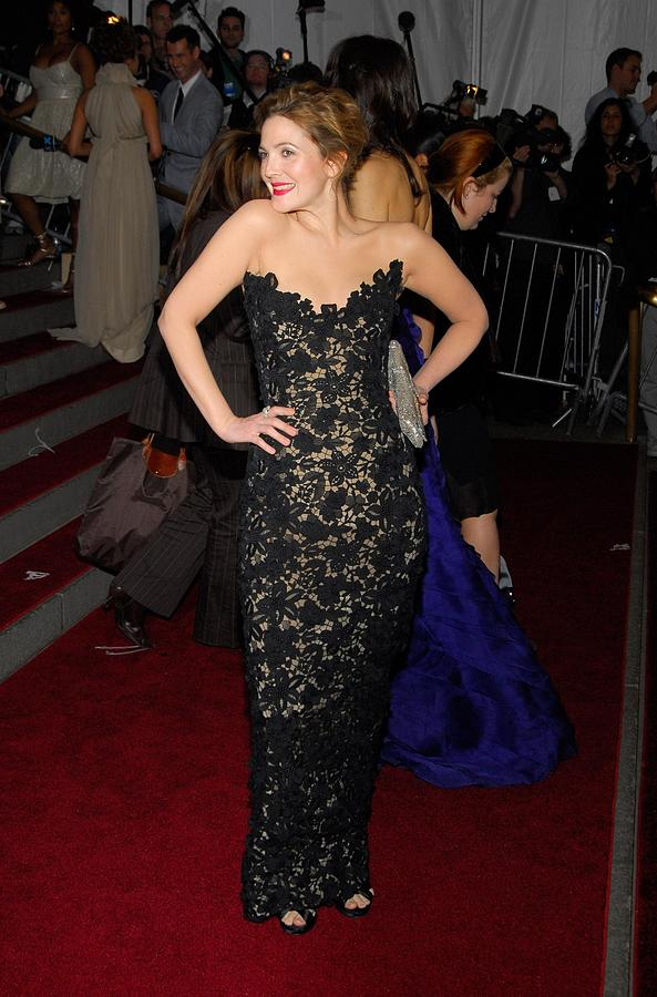 Benefit Photograph - Drew Barrymore Wearing Oscar De La by Everett