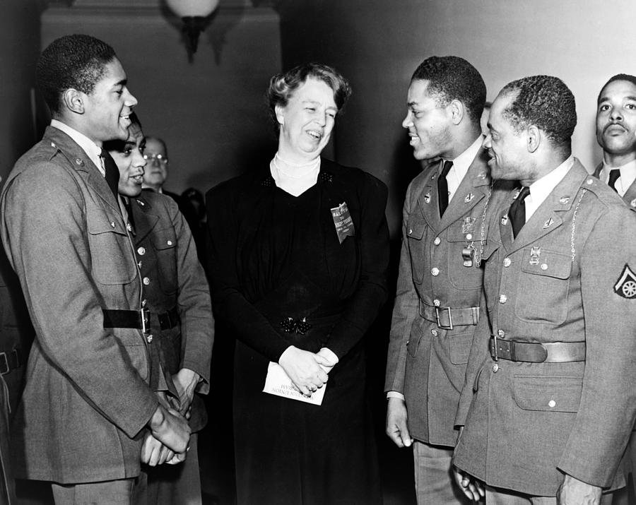 History Photograph - Eleanor Roosevelt Greets African by Everett