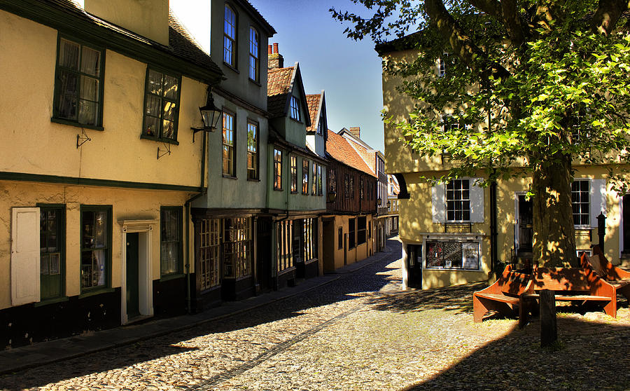 Norwich Photograph - Elm Hill Norwich by Darren Burroughs
