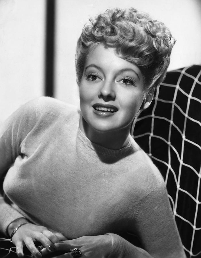 1940s Hairstyles Photograph - Evelyn Keyes, 1946 by Everett