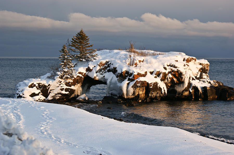 Lake Superior Photograph - Evening At Hollow Rock by Tingy Wende