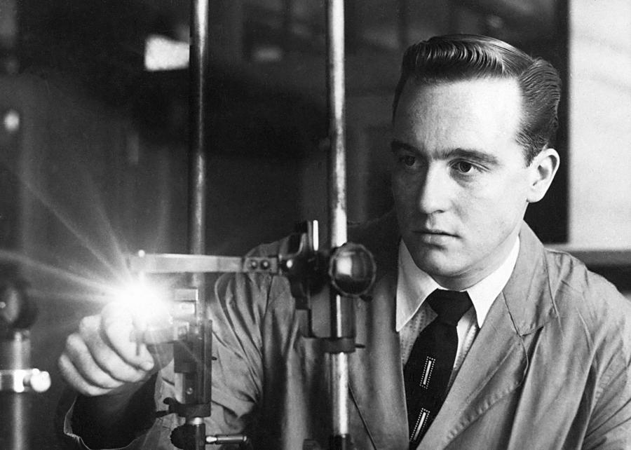 History Photograph - Fbi Scientists Applied Technology by Everett