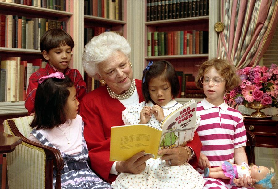 History Photograph - First Lady Barbara Bush Reads by Everett