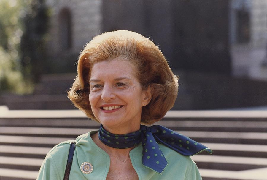 History Photograph - First Lady Betty Ford In Helsinki by Everett