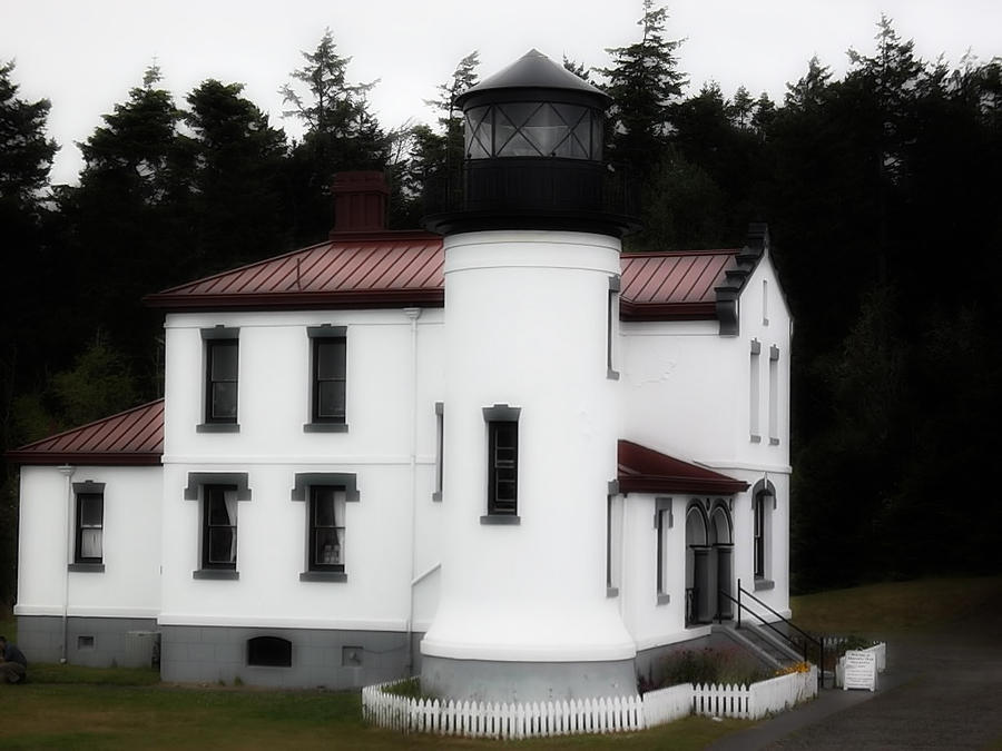 Fort Casey Lighthouse Photograph by Lee Yang