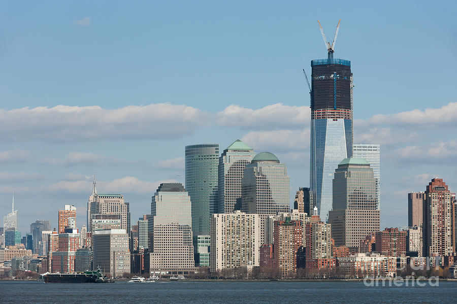 1 Wtc Photograph - Freedom Tower And Manhattan Skyline II by Clarence Holmes
