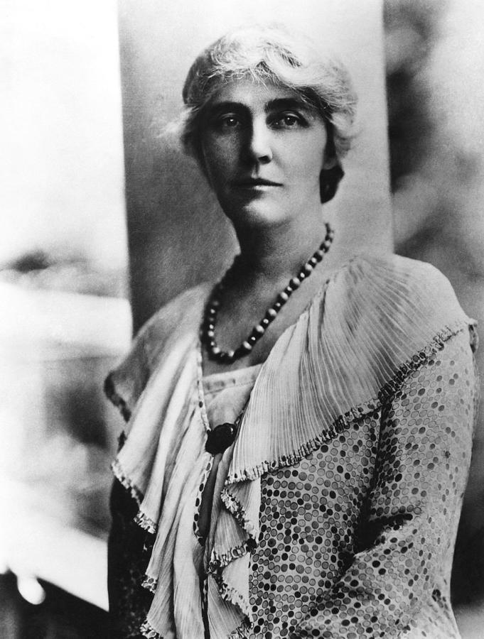 1920s Portraits Photograph - Future First Lady Lou Henry Hoover by Everett