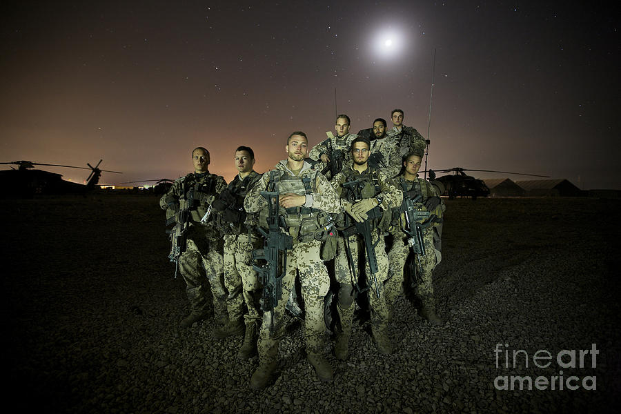 Rheinmetall Mg3 Photograph - German Army Crew Poses by Terry Moore