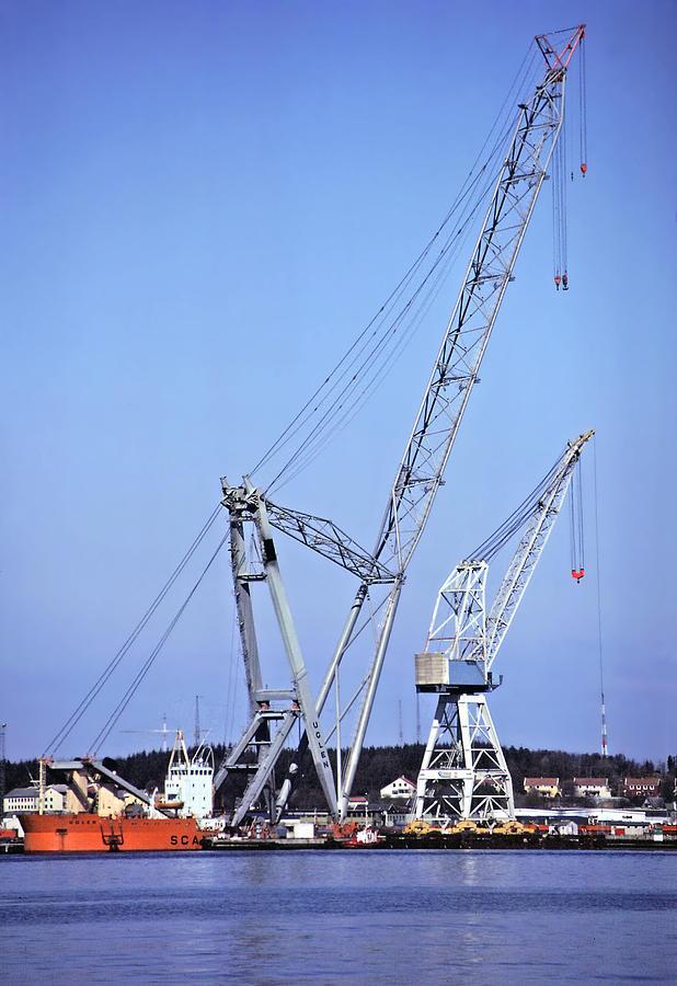 Crane Photograph - Giant Crane by Rod Jones
